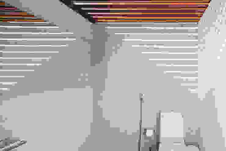 Pavilhão gourmet, arquiteto Eduardo Brito Banheiros minimalistas por Joana França Minimalista