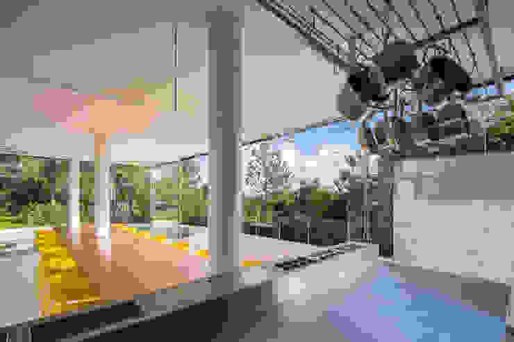Pavilhão gourmet, arquiteto Eduardo Brito Cozinhas minimalistas por Joana França Minimalista