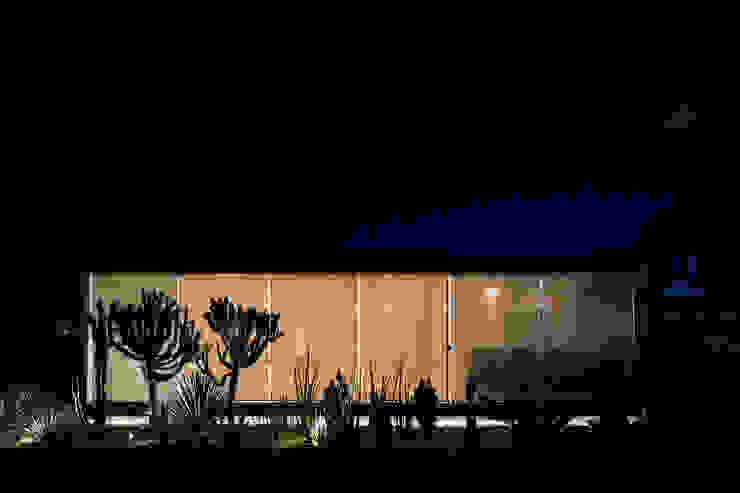Pavilhão gourmet, arquiteto Eduardo Brito Casas minimalistas por Joana França Minimalista