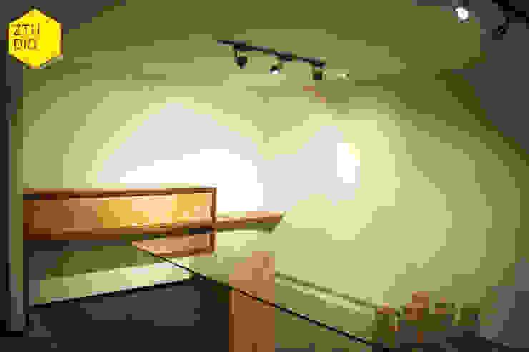 Sala de firmas Salas multimedia minimalistas de ZTUDIO-ARQUITECTURA Minimalista