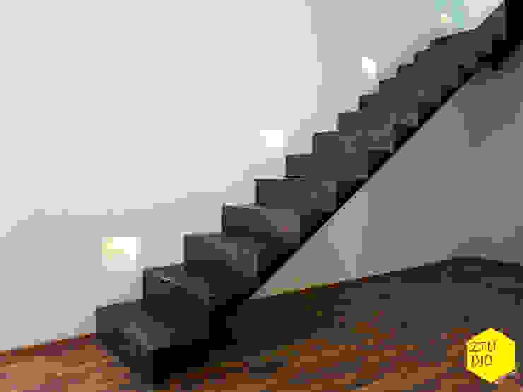 Escaleras Casas de estilo minimalista de ZTUDIO-ARQUITECTURA Minimalista