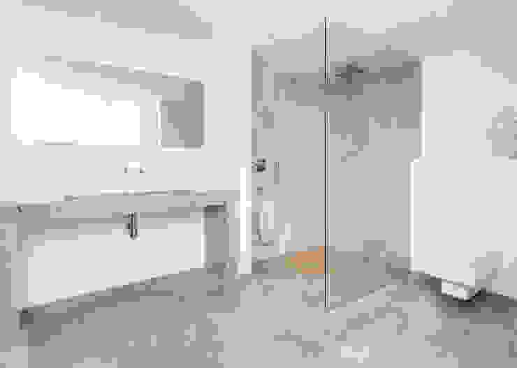 Minimalist style bathroom by Construccions i Reformes Miquel Munar SL Minimalist