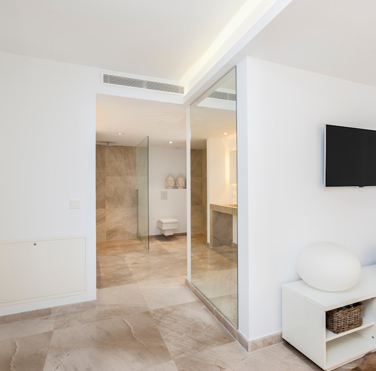 Paredes y pisos de estilo minimalista de Construccions i Reformes Miquel Munar SL Minimalista
