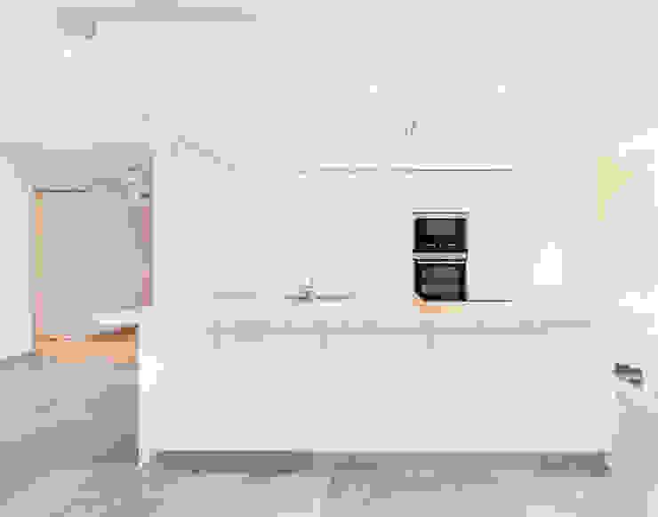 La Biwa Cocinas de estilo minimalista de Construccions i Reformes Miquel Munar SL Minimalista