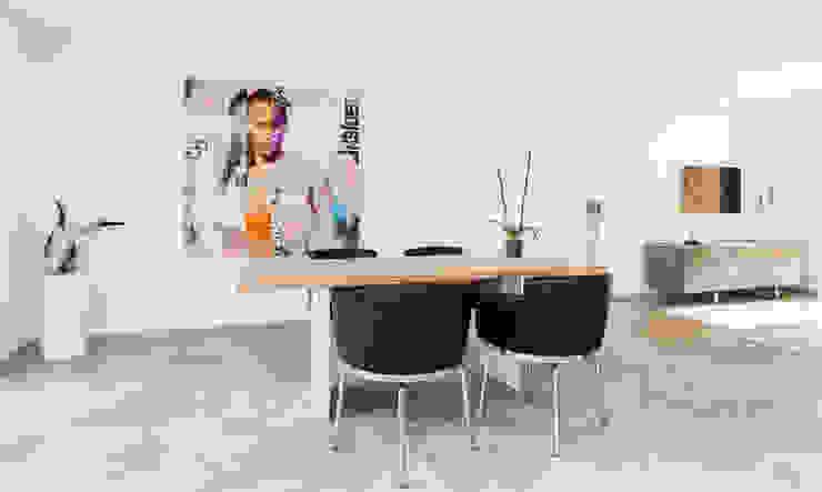 La Biwa Salones de estilo minimalista de Construccions i Reformes Miquel Munar SL Minimalista