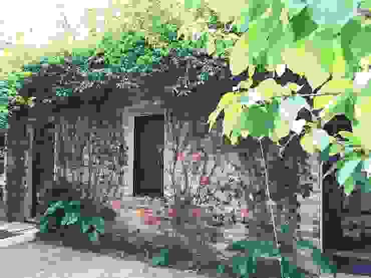 Like a small country house Giardino moderno di Laura Marini Architetto Moderno