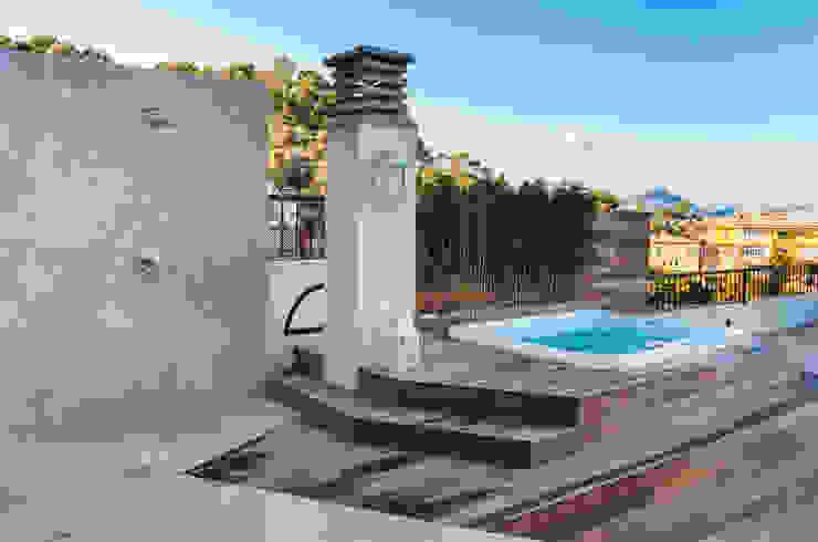 La Akoya Balcones y terrazas de estilo minimalista de Construccions i Reformes Miquel Munar SL Minimalista