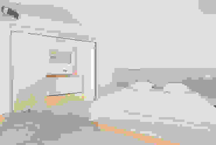 La Akoya Dormitorios de estilo minimalista de Construccions i Reformes Miquel Munar SL Minimalista