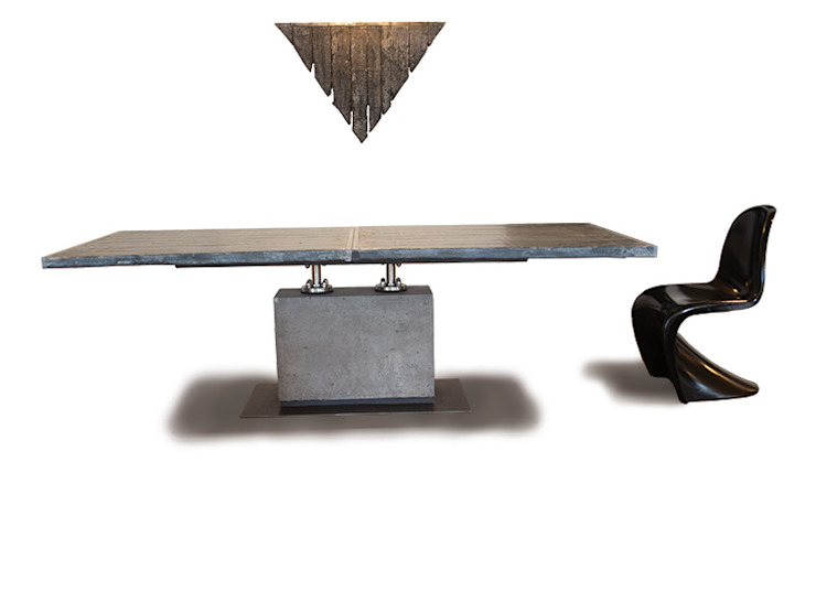 handgemaakte tafel met betonnen poot. van rob schipper Industrieel