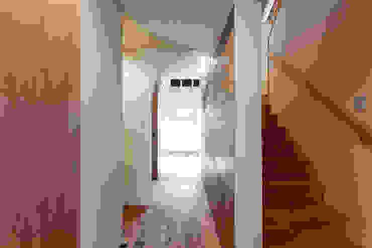 10*10_Haus ラスティックスタイルの 玄関&廊下&階段 の 有限会社 法澤建築デザイン事務所 ラスティック