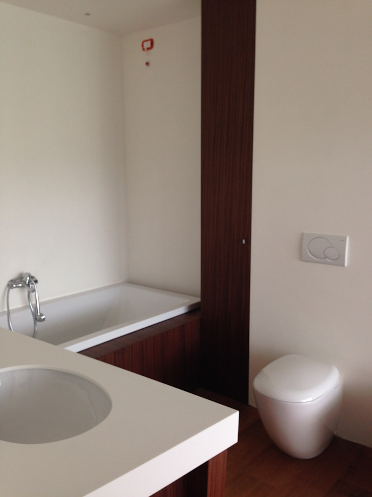Baños de estilo minimalista de bilune studio Minimalista