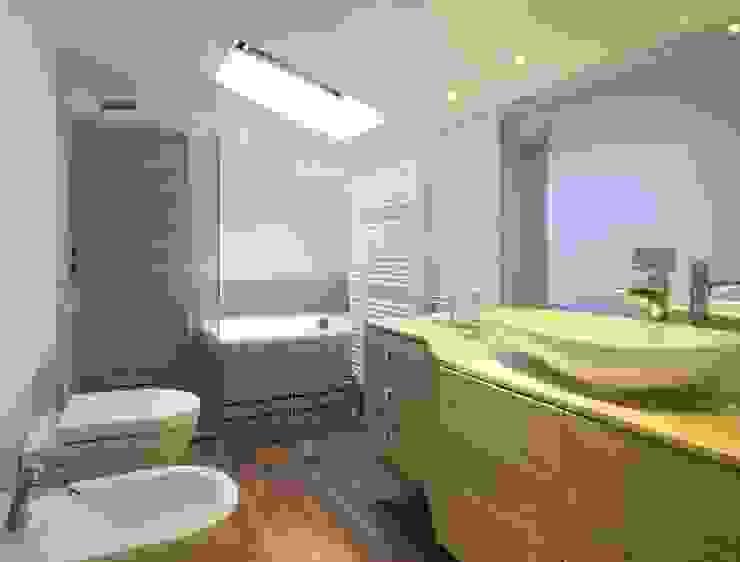 stanza da bagno con arredi su misura Bagno eclettico di bilune studio Eclettico