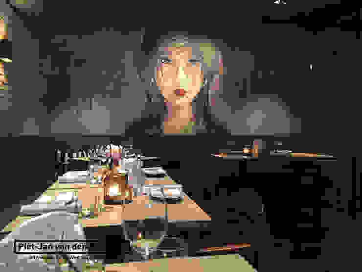 Asian style dining room by Piet-Jan van den Kommer Asian