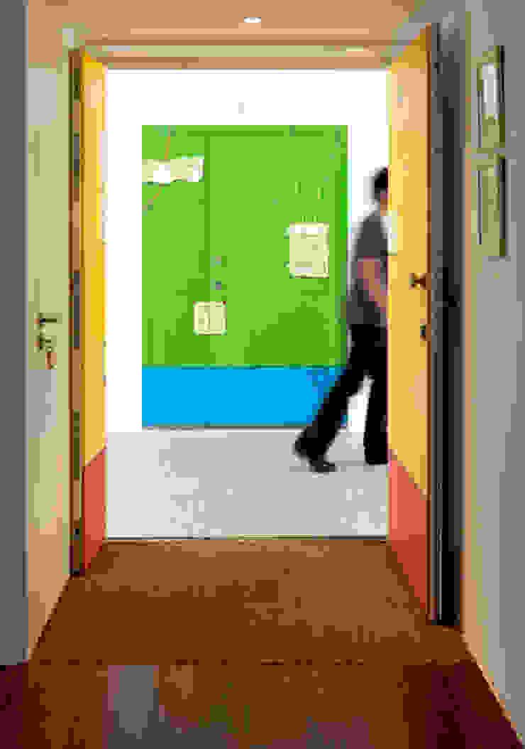 Entrada Corredores, halls e escadas minimalistas por MANUEL CORREIA FERNANDES, ARQUITECTO E ASSOCIADOS Minimalista