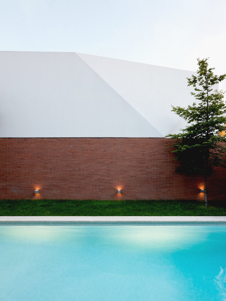Piscina Piscinas minimalistas por MANUEL CORREIA FERNANDES, ARQUITECTO E ASSOCIADOS Minimalista