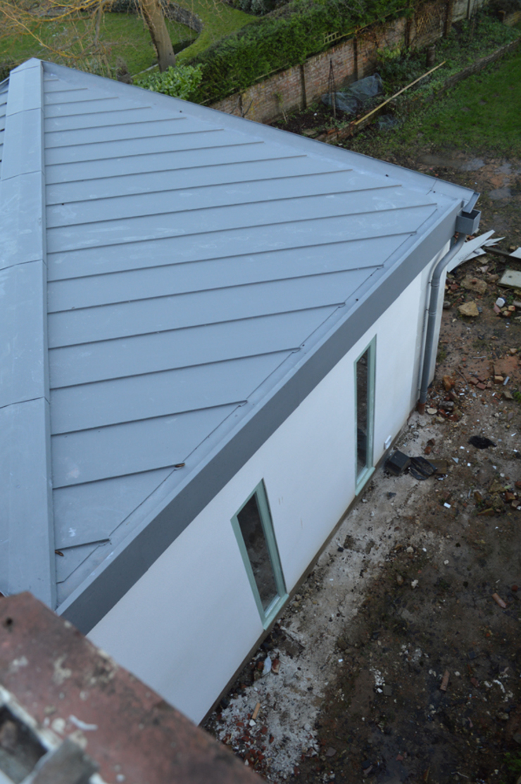 Butterfly Zinc-clad Roofs for the New Extension Rumah Modern Oleh ArchitectureLIVE Modern Aluminium/Seng
