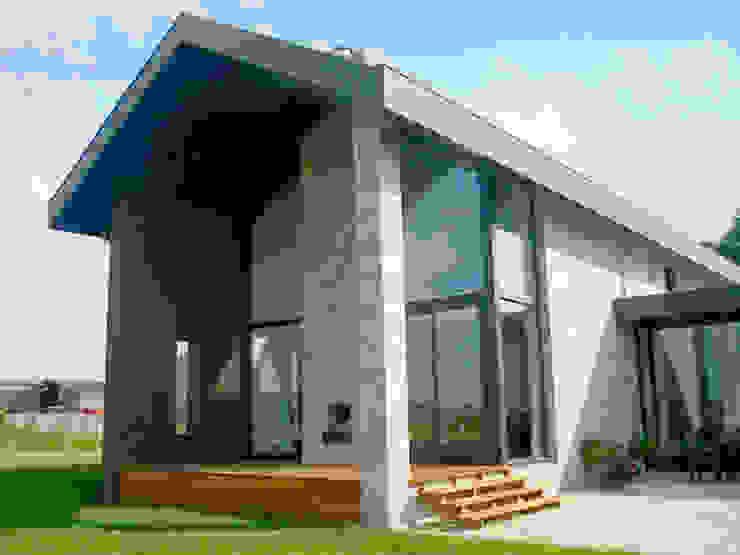 vanaf de veranda loop je via de buitentrap naar de tuin Moderne huizen van De Witte - Van der Heijden Architecten Modern