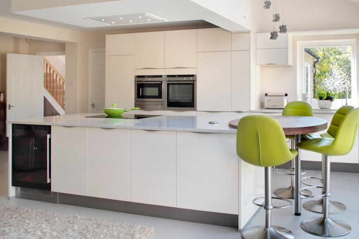 Clean Lines in the Chalfonts Modern Mutfak in-toto Amersham Modern