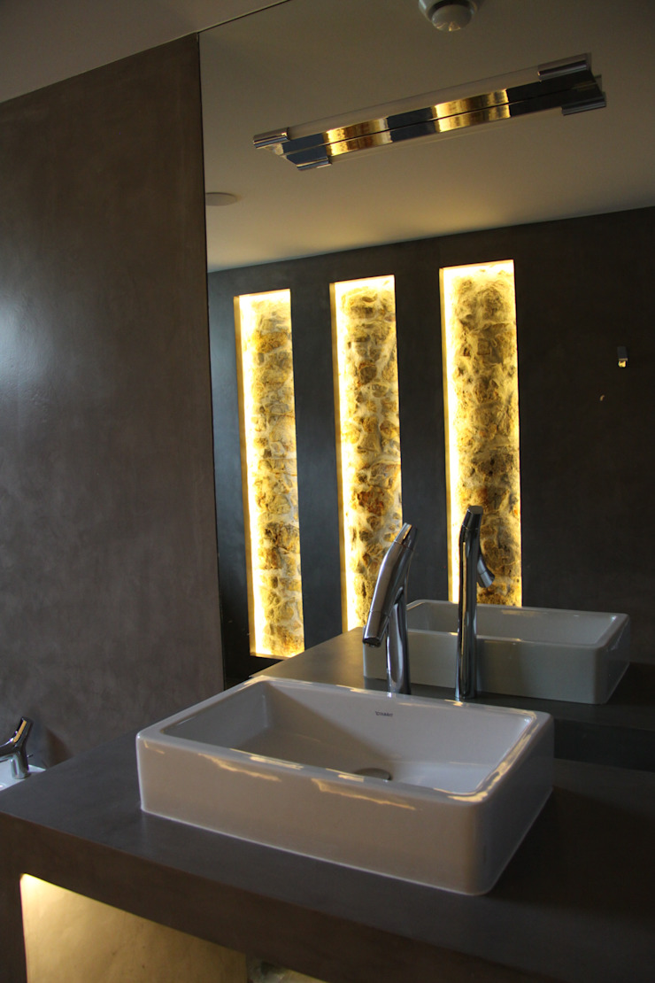 Recuperação e Ampliação Moradia final séc.XIX Casas de banho modernas por menturbana Moderno