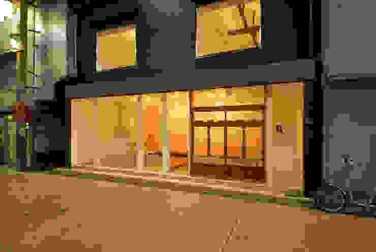 ジサ01S 和風デザインの 多目的室 の 株式会社FESCH一級建築士事務所 和風