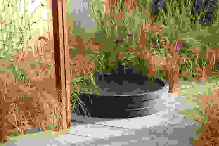 Modern style gardens by Tom de Witte - ontwerpers van de buitenruimte Modern