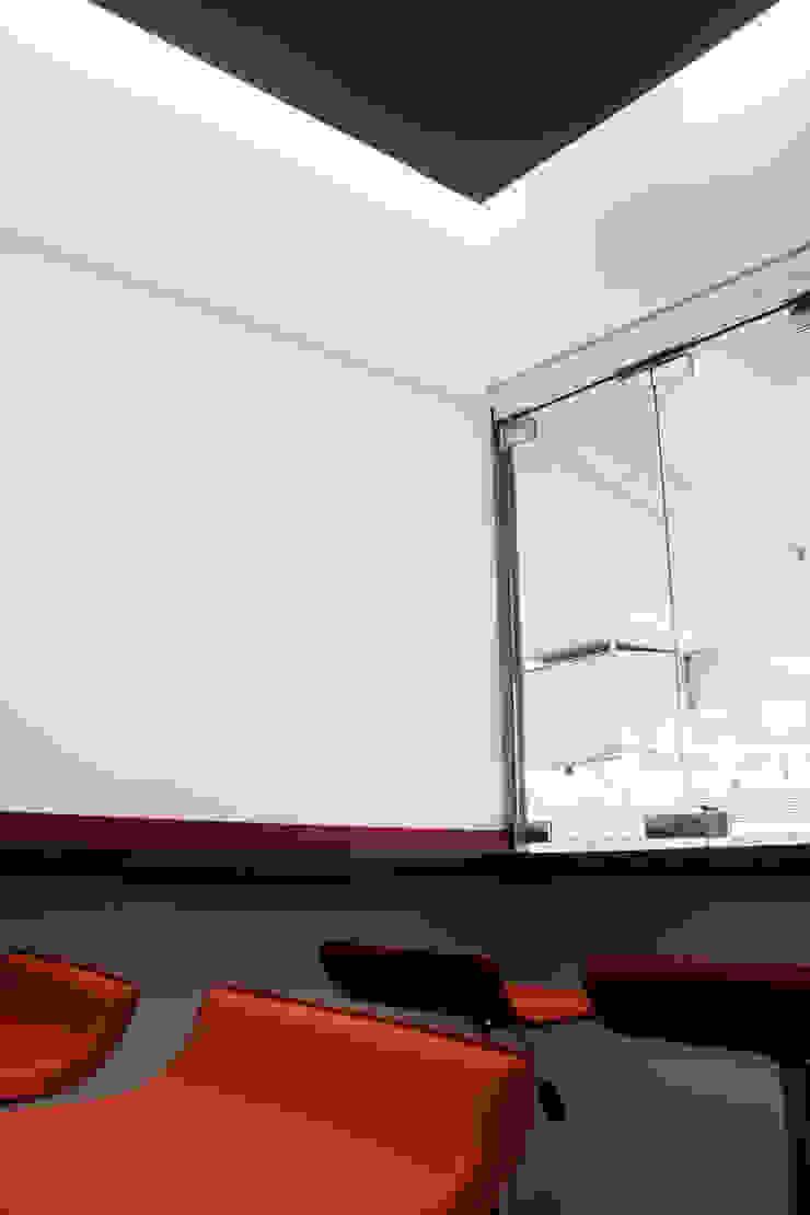 P.2009 Balcones y terrazas minimalistas de C+C   STUDIO Minimalista
