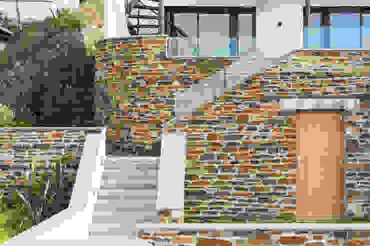 Gwel-An-Treth, Sennen Cove, Cornwall Casas modernas: Ideas, imágenes y decoración de Laurence Associates Moderno