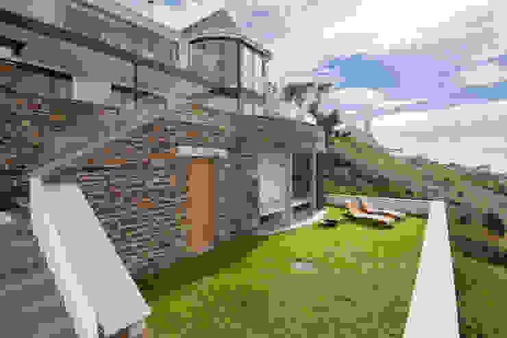 Gwel-An-Treth, Sennen Cove, Cornwall Jardines modernos: Ideas, imágenes y decoración de Laurence Associates Moderno