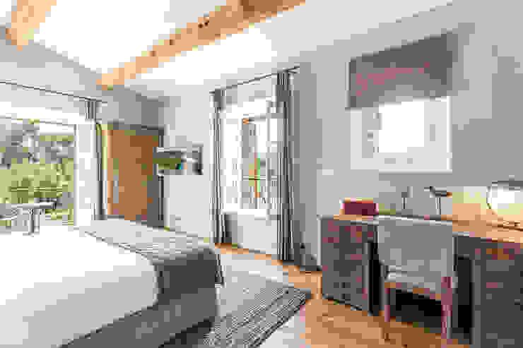 Bedroom by PASSAGE CITRON, Mediterranean