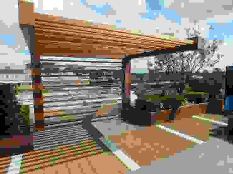 Chelsea Creek - copyright St George Plc Modern garden by Aralia Modern Wood Wood effect