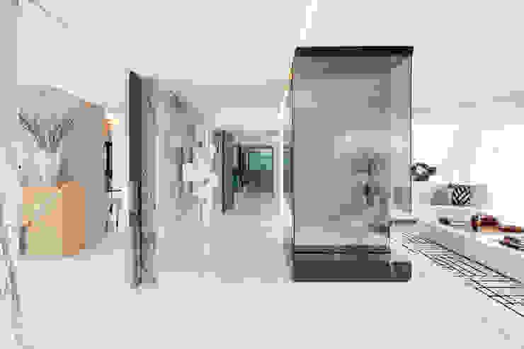 Cascais Penthouse Salas de estar minimalistas por GAVINHO Architecture & Interiors Minimalista Vidro