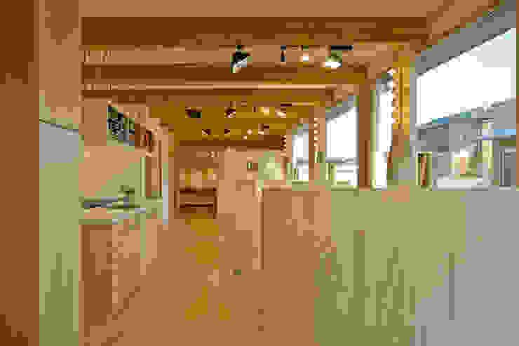 齋藤邸 北欧スタイルの 玄関&廊下&階段 の 株式会社深田建築デザイン研究所 北欧