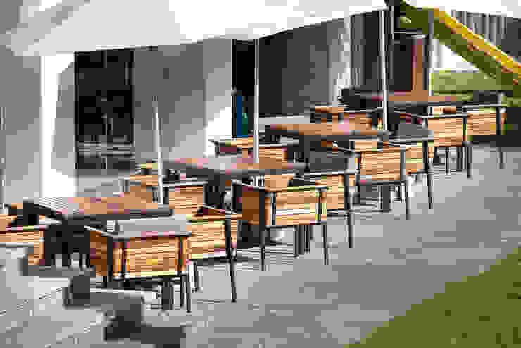 Mesas / exterior de diesco Moderno Compuestos de madera y plástico