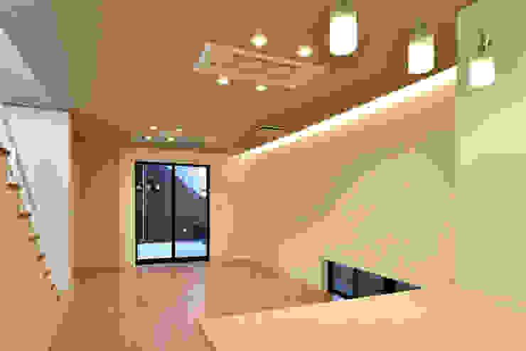 株式会社深田建築デザイン研究所 Moderne Wohnzimmer
