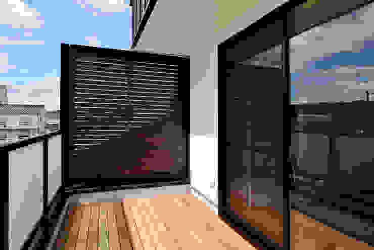 株式会社深田建築デザイン研究所 Moderner Balkon, Veranda & Terrasse