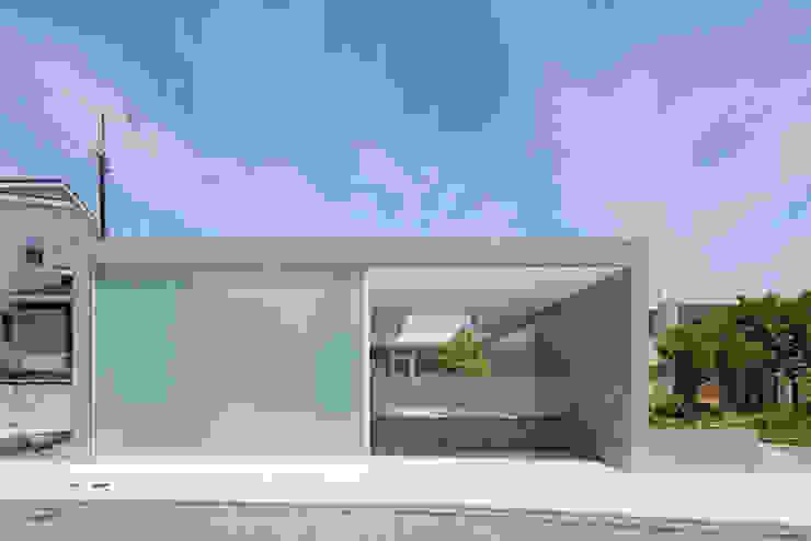 Minimalistische Häuser von MANI建築デザイン事務所 Minimalistisch