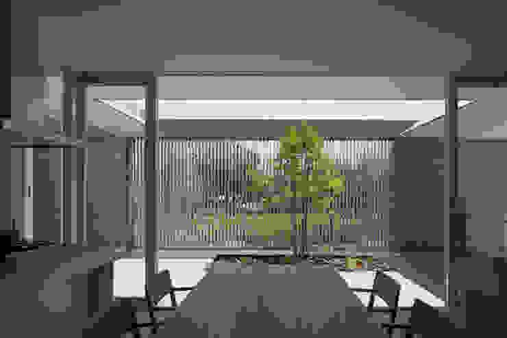 Comedores minimalistas de MANI建築デザイン事務所 Minimalista