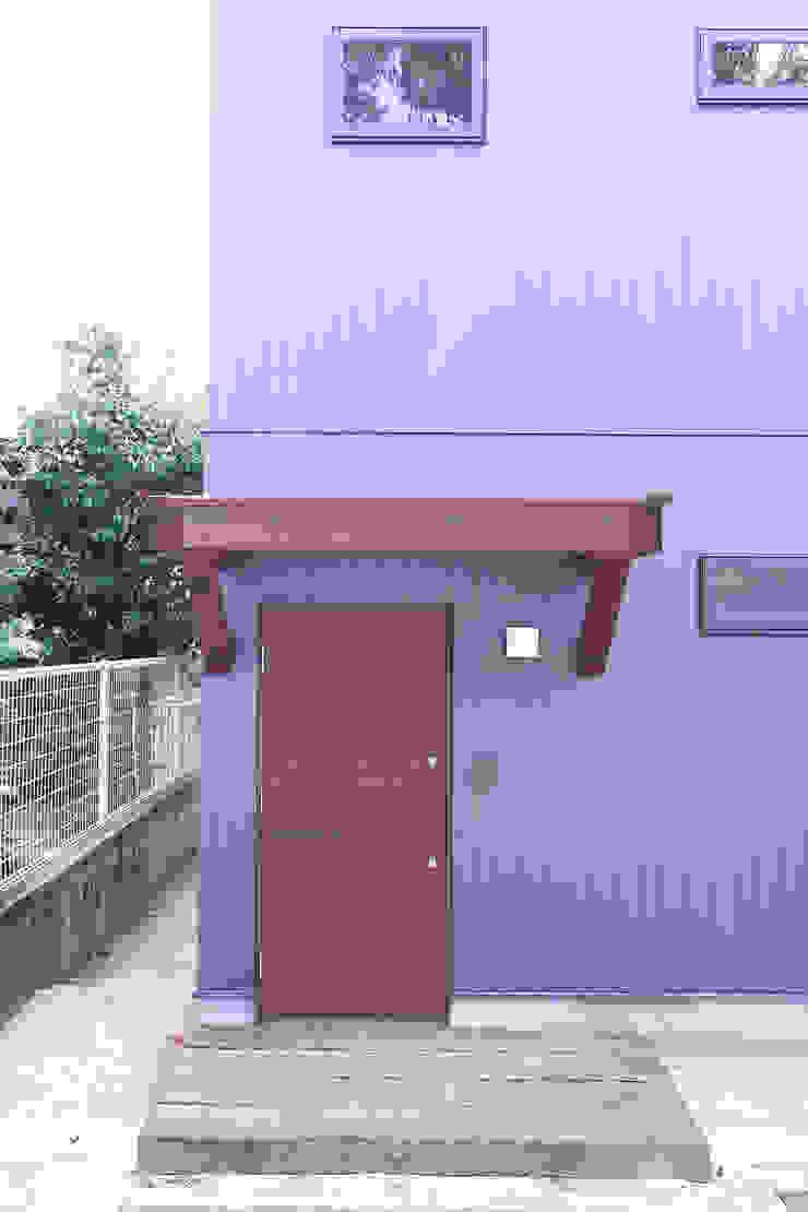 庇+玄関ドア モダンな 窓&ドア の 士 モダン 木 木目調