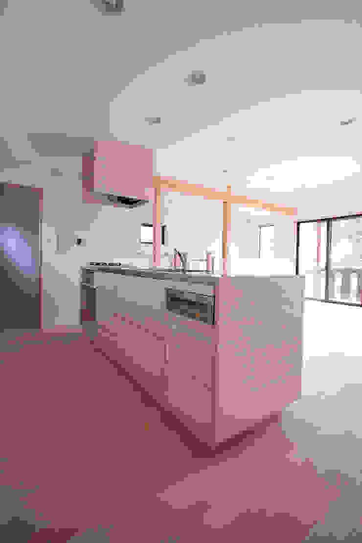 キッチン モダンな キッチン の 士 モダン 木材・プラスチック複合ボード