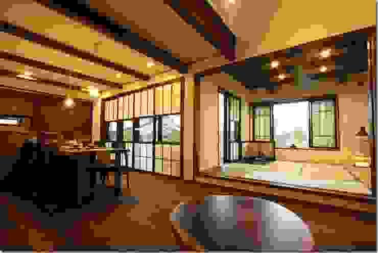 藤の木の家 和風デザインの リビング の 坂東建築設計室 和風