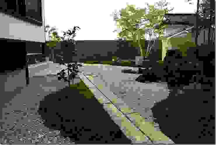 藤の木の家 アジア風 庭 の 坂東建築設計室 和風