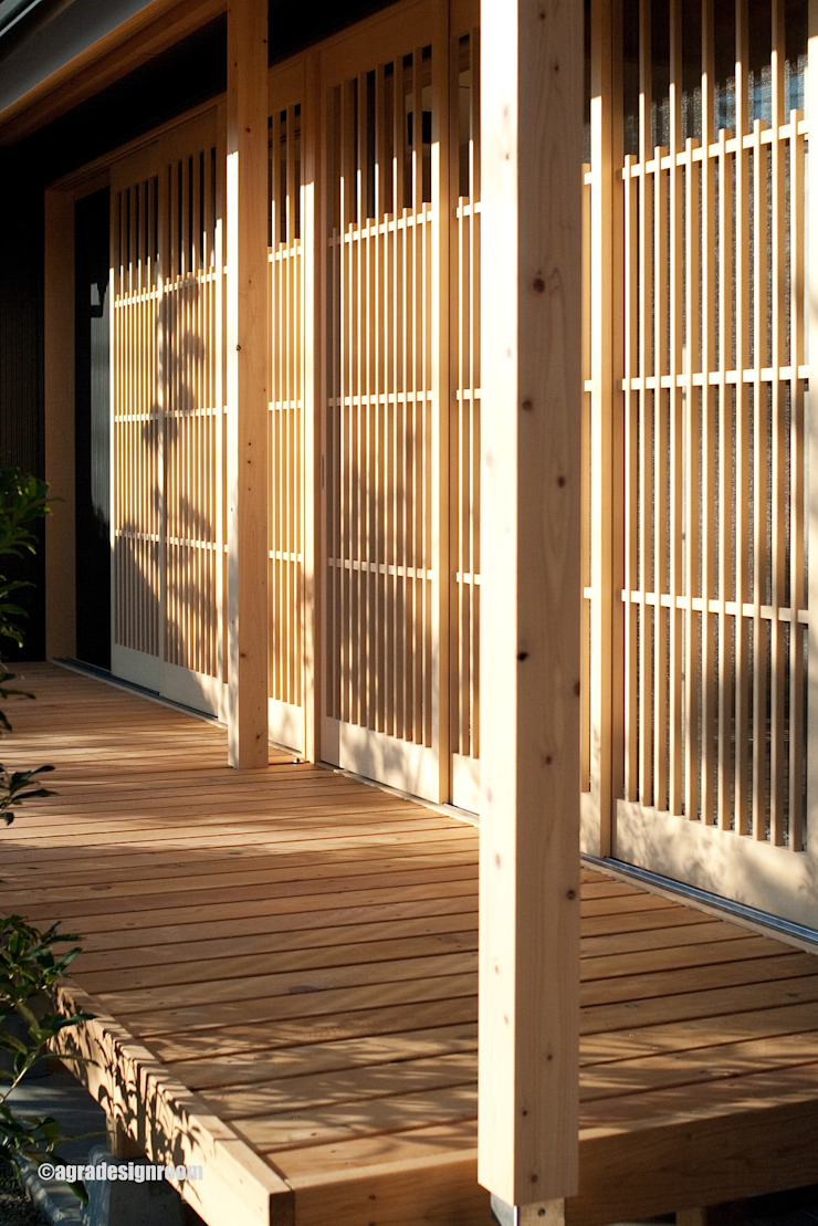 von アグラ設計室一級建築士事務所 agra design room Landhaus Holz Holznachbildung