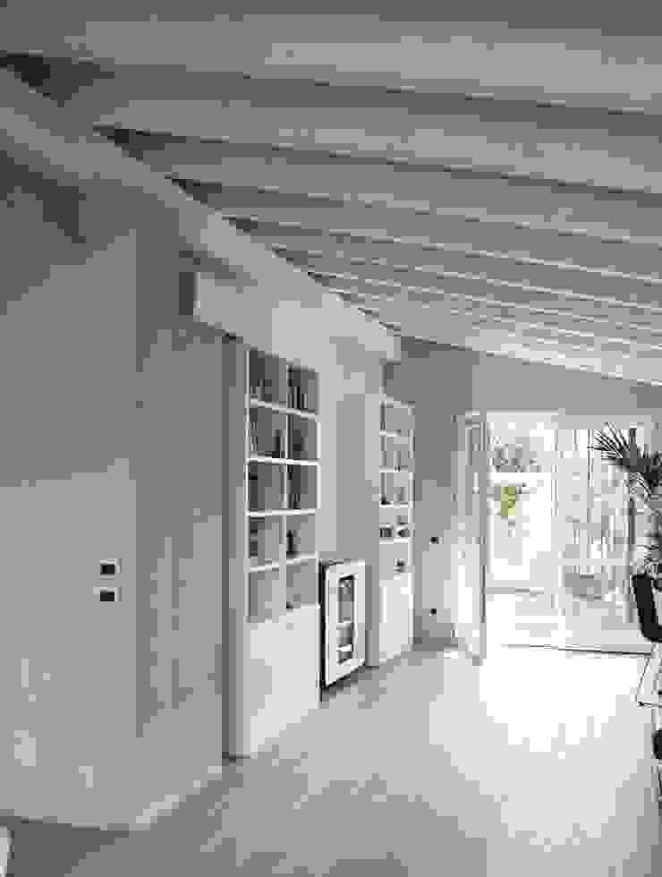Modern Living Room by RIZZINELLI & VEZZOLI ARCHITETTI ASSOCIATI Modern Wood Wood effect