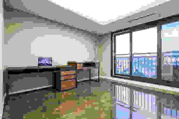 갤러리하우스 모던스타일 서재 / 사무실 by 디자인사무실 모던