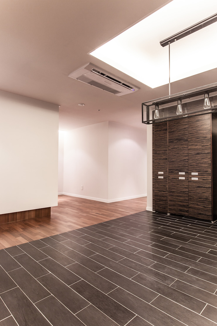 갤러리하우스 모던스타일 다이닝 룸 by 디자인사무실 모던 우드 우드 그레인