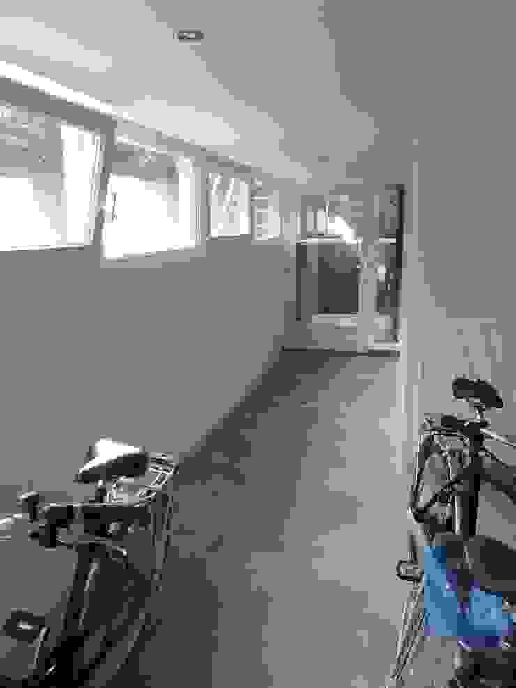 Transformatie woonhuis Arnhem Moderne garage van Van de Looi en Jacobs Architecten Modern