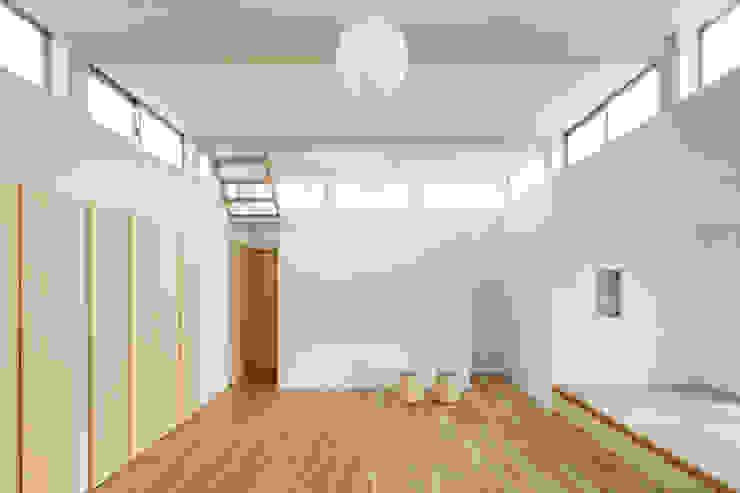 小笠の浮き家/floating house in Ogasa オリジナルデザインの リビング の 後藤周平建築設計事務所 オリジナル 木 木目調