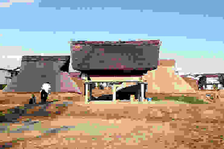 インスピレーションを受けた日本の伝統的な高床式倉庫 オリジナルな 家 の 後藤周平建築設計事務所 オリジナル 木 木目調