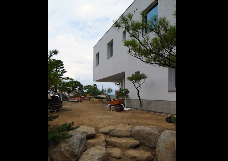 porch 모던스타일 복도, 현관 & 계단 by IDÉEAA _ 이데아키텍츠 모던