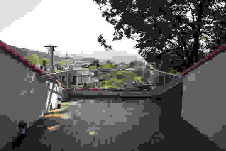Balkon, Beranda & Teras Modern Oleh IDÉEAA _ 이데아키텍츠 Modern